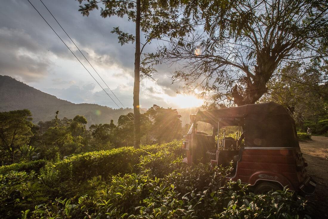 Tuk Tuk bei Sonnenuntergang in Ella, Sri Lanka