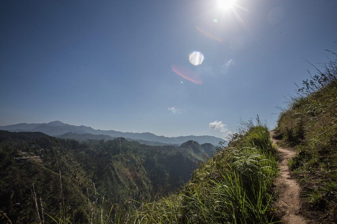 Landschaft und Berge auf dem Weg zum Ellas Rock