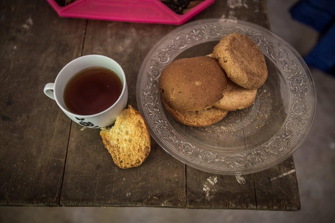 Nachspeise Tee und Biskuits in Sri Lanka