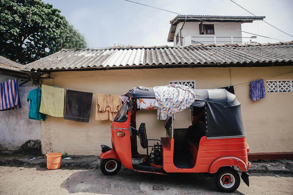 Tuk Tuk als Wäscheständer in Colombo